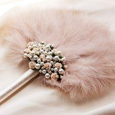 Fleur feather fan