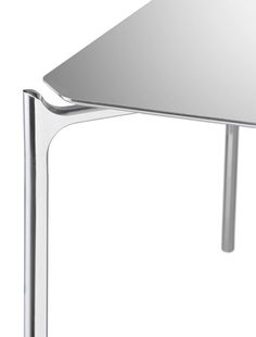 Furniture: strong and light honeycomb aluminium table