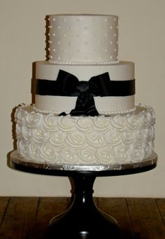Sweet Treets Bakery - Austin Cakes - White wedding cake with piped detail and black bow