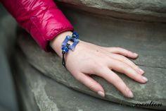 bracciale realizzato con perline Myuki, perle in vetro e cordino di tessuto