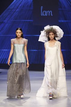Aodai Vietnam dominates the fashion week closing ceremony   Vietnam International Fashion Week