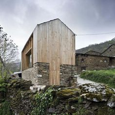 Carlos Quintáns - House in Paderne (built on top of the foundation of a historic barn), 2008