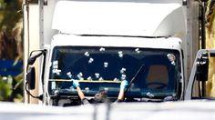Frankreich trauert um seine Toten - und fragt sich, wer der Mann war, der mit seinen Lastwagen in eine Menschenmenge raste. Vieles deutet darauf hin, ...