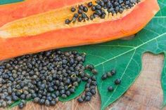 Don't Toss Papaya Seeds – They Fight Cancer, Help With Digestion, And Detoxify Your Body Kefir, Home Remedies, Natural Remedies, Guisado, Detoxify Your Body, Homemade Detox, Avocado Smoothie, Healthy Detox, Lose Weight Naturally
