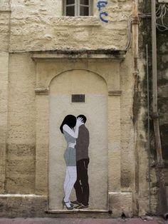 """""""Kissing Lovers"""" - street art"""