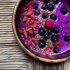 We asked @whereisksenia, the creator of Breakfast Criminals, to share some of her fave smoothie recipes. This Chia Oat Pitaya Smoothie Bowl looks delicious!