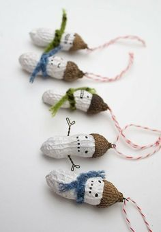 Also, why not leave them natural and just make them peanut people? This week the chestnuts have started falling in Prospect Park. There must be a three year old craft idea there . cheap-creative-for-kids crafts Christmas Snowman, Winter Christmas, Christmas Holidays, Christmas Decorations, Christmas Ornaments, Tree Decorations, Peanuts Christmas, Christmas Balls, Christmas Ghost