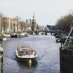 Road trip #amsterdam  #travel #travelgram #instatravel #travelingram #travelphotography #travelblogger #traveling #travelholic #netherlands #saturday #goodweather #enjoy #photography #myphoto #instapic #picoftheday #dailypic #photoday #boat #boatride #cityscape #traveladdict