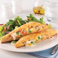 Casserole crémeuse de poulet et brocoli - 5 ingredients 15 minutes Casserole, Sandwiches, Ethnic Recipes, Food, Stuffed Hot Peppers, Crispy Chicken, Poultry, Casseroles, Eten