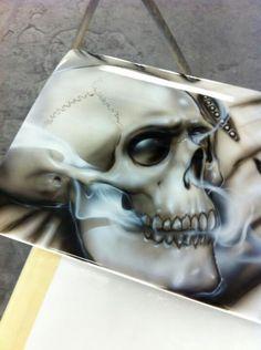 Skull Artwork, Skull Painting, Air Brush Painting, Car Painting, Airbrush Designs, Airbrush Art, Evil Skull Tattoo, Flame Art, Custom Airbrushing