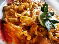 Γιουβέτσι με πράσα σκέτο γλύκισμα!! ~ ΜΑΓΕΙΡΙΚΗ ΚΑΙ ΣΥΝΤΑΓΕΣ 2 Cookbook Recipes, Cooking Recipes, Macaroni And Cheese, Shrimp, Vegetarian, Dishes, Meat, Ethnic Recipes