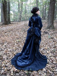 Lucille Sharpe from Crimson Peak, cosplay by Lunar Rose