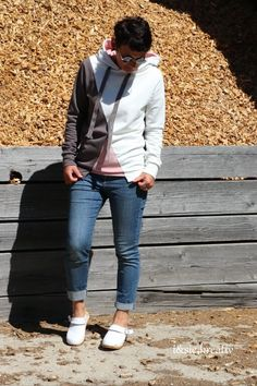 Hoodielove: #hoodiesnähen ebook Hoodie Arosa von DreieMs im coolen Colorblockingstyle-♥ Bomber Jacket, Jackets, Fashion, Arosa, Sewing Patterns, Creative, Down Jackets, Moda, Fashion Styles