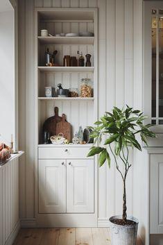 Scandinavian Kitchen, Home Decor Styles, Vintage Home Decor, Interior Design Inspiration, Built Ins, New Kitchen, Home Kitchens, Kitchen Design, Sweet Home