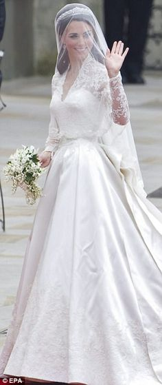 Inspiration: Catherine's gown is similar to Grace Kelly's for her marriage to Prince Rainer of Monaco in 1956