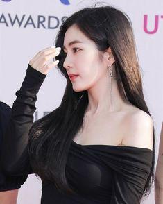 Irene Red Velvet, Exo Red Velvet, Singer Fashion, Korean Actresses, Face Shapes, Me As A Girlfriend, Beautiful Actresses, Transformation Body, Korean Girl
