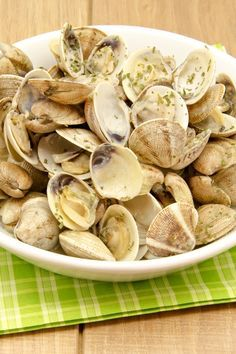 Weight Watchers Steamed Clams with White Wine, Garlic, and Butter Recipe - 7 Smart Points