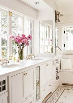 This crisp white cottage style bath would be ideal for our rural home with a fabulous view. A touch of pink in the towels a delicate pink pillow and a hanging basket of greenery would make this My Better Homes and Gardens Dream Bathroom. Better Homes And Gardens, Cocina Shabby Chic, Style Cottage, Cabinet Styles, Beautiful Bathrooms, Bathroom Inspiration, Interiores Design, My Dream Home, Sweet Home