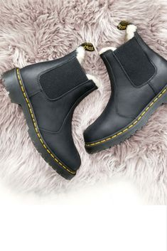 37ed572114 Pinterest: Salma Haris Dr Martens Schuhe, Dr Martens Sandals, Doc Martens  Boots,