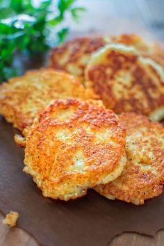 So simple, yet unbelievably tasty, these Classic Potato Pancakes are not to be missed! This easy Latke recipe is a staple at my family! Potato Dishes, Veggie Dishes, Vegetable Recipes, Side Dishes, Russet Potato Recipes, Superfood, Cooking Recipes, Healthy Recipes, Vegetarian Recipes