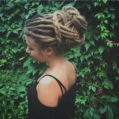 We've gathered our favorite ideas for Amazing Dread Hairstyle Dreads Dreadlocks Locks, Explore our list of popular images of Amazing Dread Hairstyle Dreads Dreadlocks Locks. Dreadlock Styles, Dreads Styles, Dread Braids, Dread Bun, Dread Updos, Beautiful Dreadlocks, Dreads Girl, Dreads Women, Hippie Hair