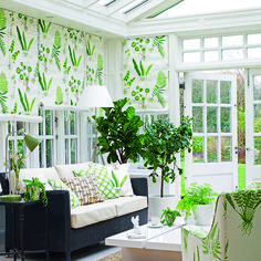 Looking to create a beautiful garden room or conservatory? We asked the decorating experts at Homes & Gardens magazine for their key ways to create a beautiful garden room or conservatory. Watch our video for their fab decorating ideas. Conservatory Interiors, Modern Conservatory, Conservatory Curtains, Conservatory Extension, Sunroom Decorating, Decorating Ideas, Sunroom Ideas, Decor Ideas, Small Sunroom