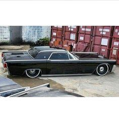 So somebody decided to take a Mobsteel done up '63 Lincoln Continental Sedan and turn it into 2-Door Coupe....I want this car....K
