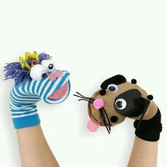 "Easy-to-make sock puppets / ""Easy to make puppet socks"" Sock Puppets, Hand Puppets, Finger Puppets, Diy For Kids, Crafts For Kids, Puppets For Kids, Puppet Patterns, Sock Crafts, Sock Dolls"