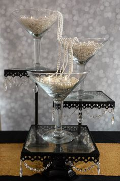 8 Elegant DIY Great Gatsby Centerpieces - Entertaining Diva @ From House To Home These DIY Gatsby party centerpieces are awesome! I love the ones made with ostrich feathers and the champagne glass tower. A perfect addition to my roaring party decor. Roaring 20s Wedding, Roaring 20s Party, Great Gatsby Themed Party, Great Gatsby Wedding, 1920 Theme Party, 50th Birthday Party Themes, Elegant Birthday Party, 20th Birthday, Great Gatsby Motto