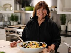 From years of experience hosting parties and catering events in the days of her specialty food shop Barefoot Contessa, Ina knows the ins and outs of pulling off the perfect evening.