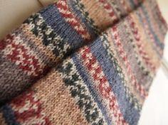 opal靴下用毛糸 KFS104 アイスランド・ロピー(マルティナカラー)で編んだレッグウォーマーです。サイズ: 実寸 丈 約47cm 横幅約11cm 一周...|ハンドメイド、手作り、手仕事品の通販・販売・購入ならCreema。