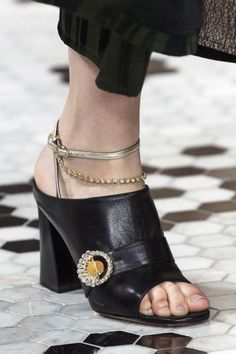 bcbbb323b8061 17 fantastiche immagini su Céline shoes