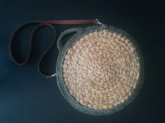 A beginner friendly crochet pattern and photo tutorial Crochet Handles, Crochet Hooks, I Had An Epiphany, Spring Bags, Spring Has Sprung, Chunky Yarn, Photo Tutorial, Slip Stitch, Single Crochet