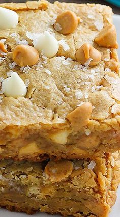 Thick and Chewy White Chocolate Peanut Butter Blondies Thick and chewy peanut butter blondies loaded with white chocolate and peanut butter chips! Peanut Butter Blondies Recipe, Peanut Butter Desserts, Peanut Butter Chips, Chocolate Peanut Butter, White Chocolate Brownies, White Chocolate Desserts, White Chocolate Chips, Chocolate Chocolate, 13 Desserts