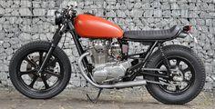 Left Hand Cycles custom Yamaha ~ Return of the Cafe Racers Yamaha 650, Yamaha Motorbikes, Yamaha Cafe Racer, Yamaha Motorcycles, Custom Motorcycles, Cafe Racers, Custom Bikes, Motorbike Design, Cafe Racer Style