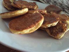 Cookies crocantes: sobre de crema vainilla diluida en la mitad del liquido, se agrega una clara batida a nieve y edulcorante. Hacer minipanqueques en sarten y llevar a horno hasta crocantes. Alucinantes para las que extrañamos  las galletitas!