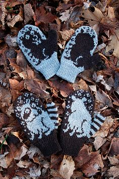 Ravelry: Ringo & Elwood pattern by Barbara Gregory Mittens Pattern, Knit Mittens, Knitted Gloves, Knitting For Kids, Knitting Projects, Baby Knitting, Knitting Charts, Knitting Patterns, Crochet Patterns