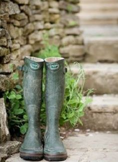 Country Life, Country Living, Country Charm, Garden Boots, English Countryside, Farm Life, Green And Brown, Vegetable Garden, Beautiful