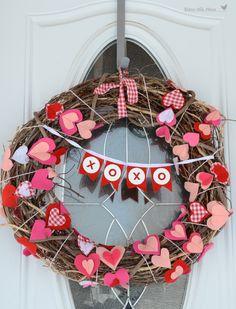 felt valentines wreath, how to make valentines wreath, wreath ideas for valentines, DIY valentines heart wreath