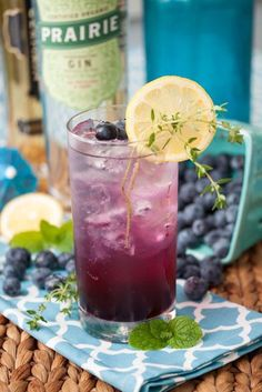 Best Gin Cocktails To Try Out Tonight 14 cocktail recipes every gin lover should know–and try! Gin Drink Recipes, Gin Cocktail Recipes, Cocktail Drinks, Party Drinks, Best Gin Cocktails, Cocktails To Try, Beste Cocktails, Craft Cocktails, Pina Colada