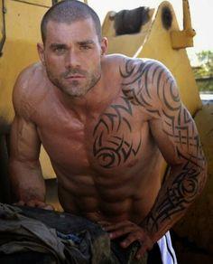 Image from http://2.bp.blogspot.com/-Sz-JN1DFef8/UzBLGsjoHcI/AAAAAAAABK0/ScCYyeyHPoc/s1600/military-men-guys-naked-shirtless-muscle-guns-uniforms-dogs-kissing-marines-jocks-boots-showers-jerking-gay-iphones-army-camo-dress-fatigues-gif-tumblr-100.jpg.