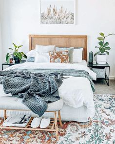 30 Absolutely Gorgeous Bedroom Ideas That Will Blow Your Mind – BuzzKee Room Ideas Bedroom, Home Decor Bedroom, Master Bedroom, Couple Bedroom Decor, White Comforter Bedroom, Couple Room, Neutral Bedding, Bedroom Signs, Bedroom Inspo