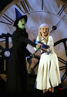 Kristin Chenoweth and Idina Menzel, was lucky enough to see both of these on Broadway. Love this musical. Broadway Plays, Broadway Theatre, Musical Theatre, Broadway Shows, Musicals Broadway, Idina Menzel, Wicked Musical, Broadway Wicked, Theatre Geek
