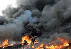 Protestors burn tires as they clash with police in Kiev, on January 22, 2014. (Sergei Supinsky