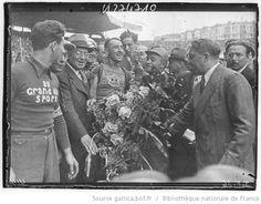 Tour de France 1936, Caen-Paris 21e et dernière étape le 02 août : Parc des princes, Sylvère Maes (équipe de Belgique) maillot jaune et vainqueur du Tour de France 1936