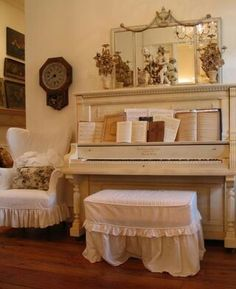 Decorating with an upright piano