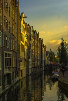 Houses by the canal, Amsterdam / Netherlands (by angheloflores).