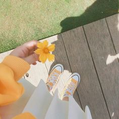 Flower Aesthetic, Aesthetic Photo, Aesthetic Pictures, Cute Wallpapers, Wallpaper Backgrounds, Iphone Wallpaper, Girl Photography Poses, Nature Photography, Film Anime