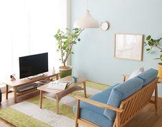 ボーダーのラグマット×ブルーカラーのソファを配した爽やかリビング|Re:CENO INTERIOR STYLING BOOK