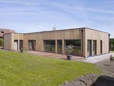 Vincent Delsinne a conçu une maison passive à ossature bois, pour une famille de Neuville-en-Ferrain (Nord). Sans chauffage, et avec de belles baies vitrées, la bâtisse est ultra-économe en ... #BatiActu